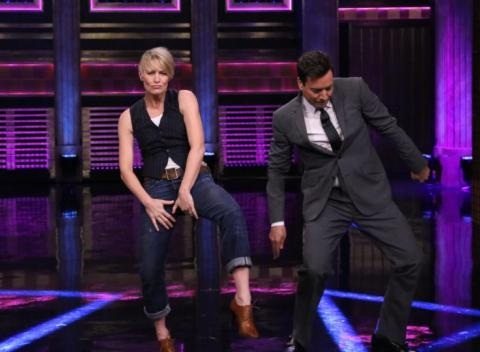 News video: Jimmy Fallon And Robin Wright Turn And Face The Music